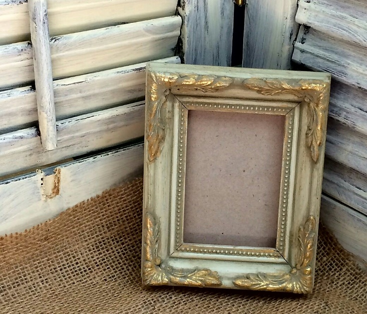 repurposed frame into jewelry tray