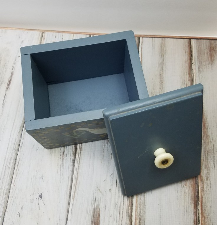 How To Give A Wood Box The Farmhouse Style Look