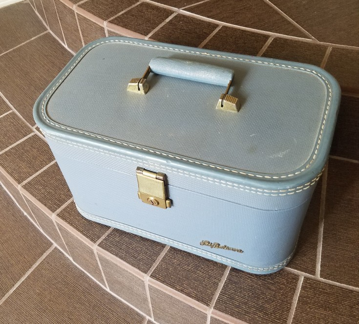 Lady Baltimore Vintage Train Case Makeover