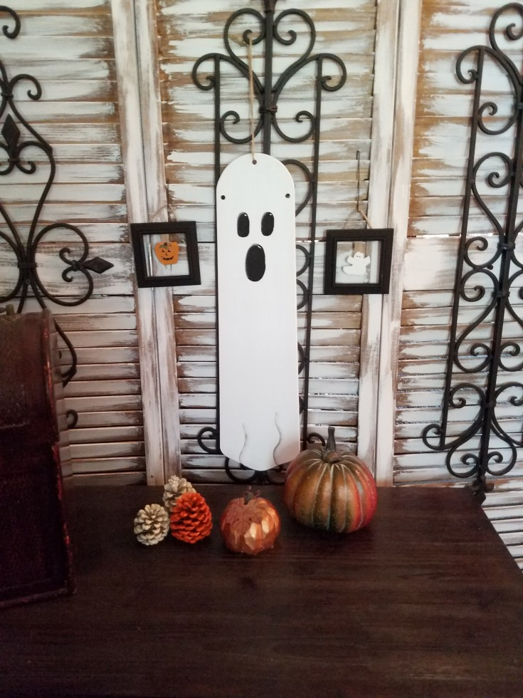 Repurposed Halloween Decor – Fan Blade and Mini Frames