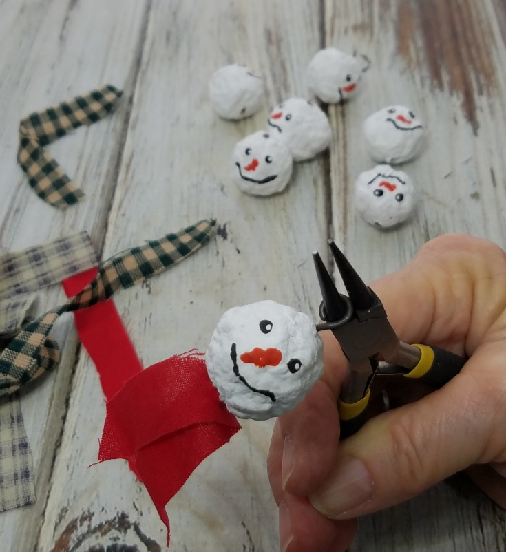 diy snowman garland on wire