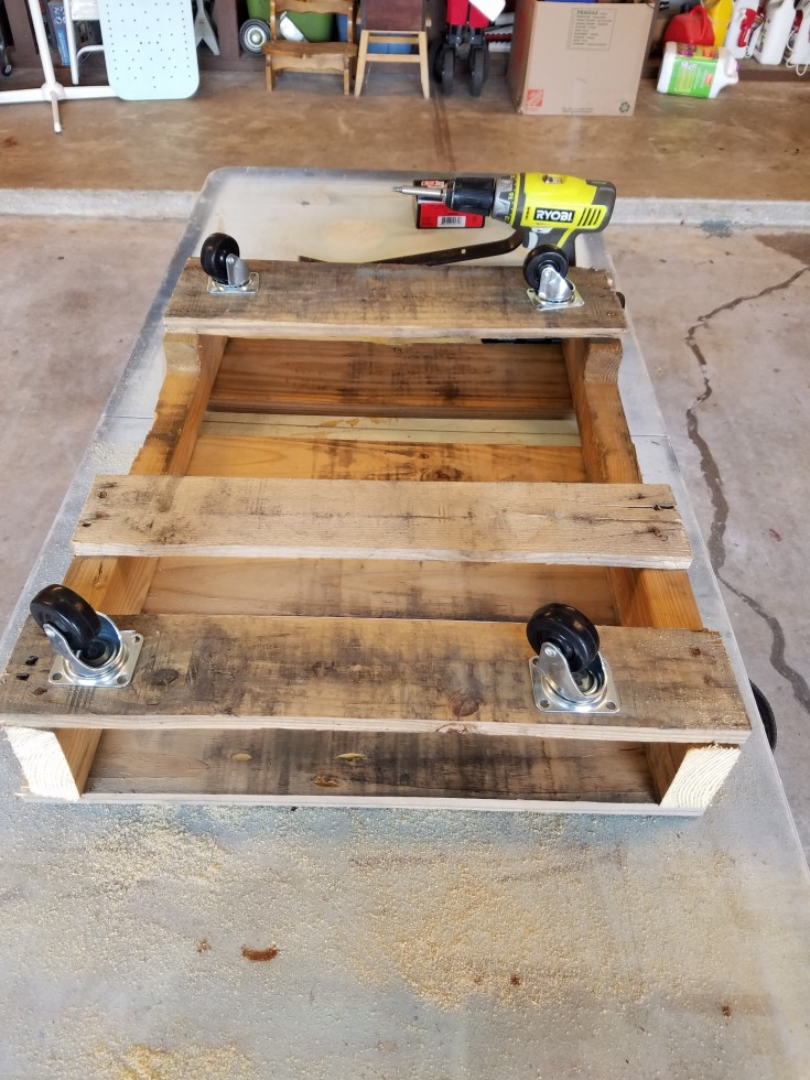 How to make a rolling smoker cart out of wooden pallets