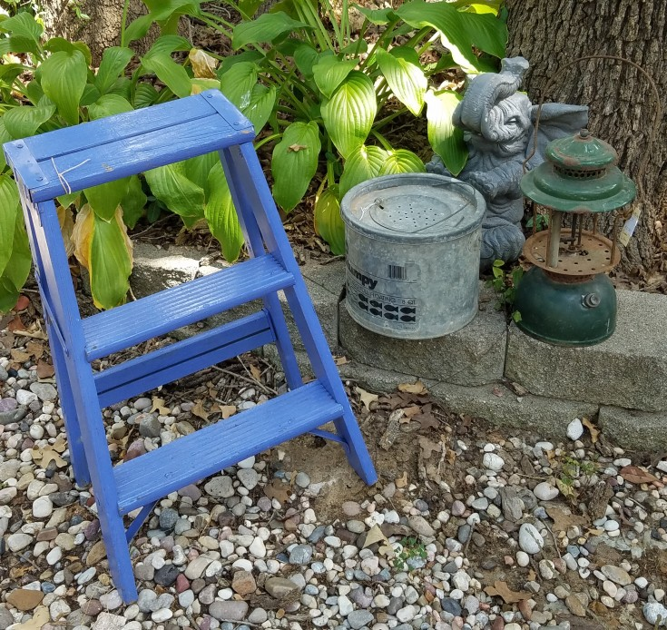 Junk for Our Outdoor Vintage Garden #Outdoor #Vintage #Garden #diy #junk MixedKreations.com