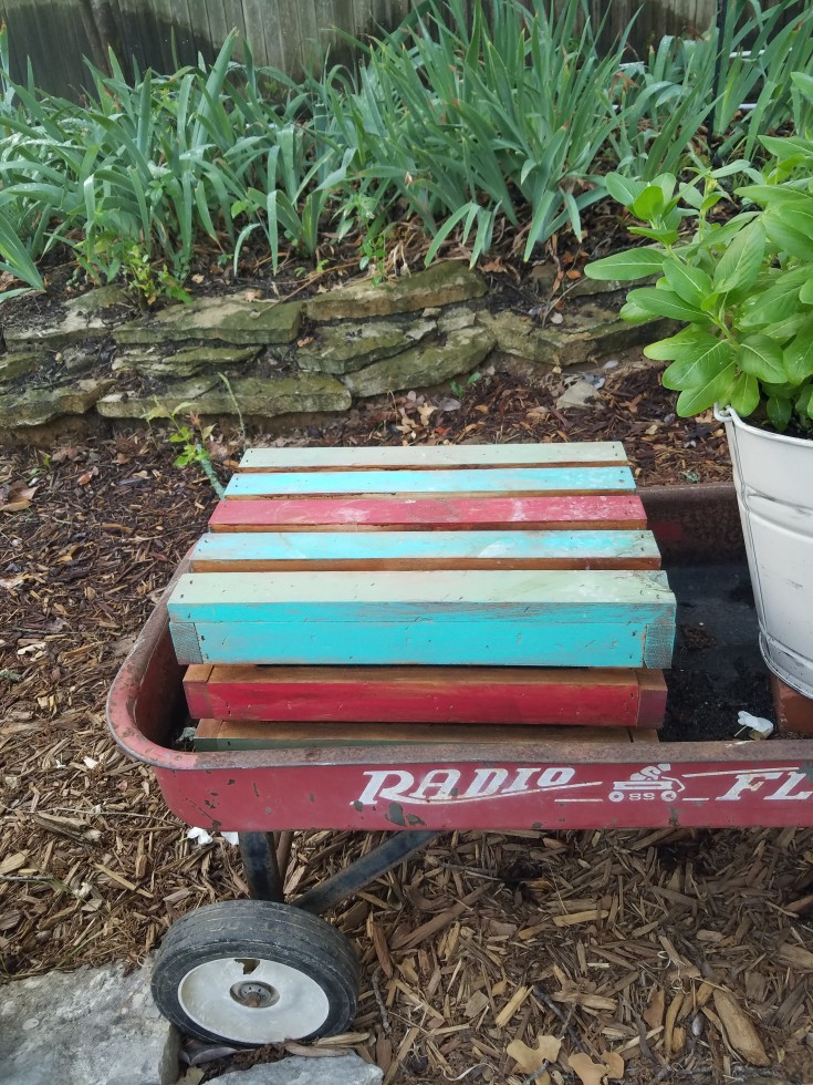 How to Add Color to a Wooden Crate the Hubby Way #upcycled #PlantStand #Garden #WoodCrate MixedKreations.com