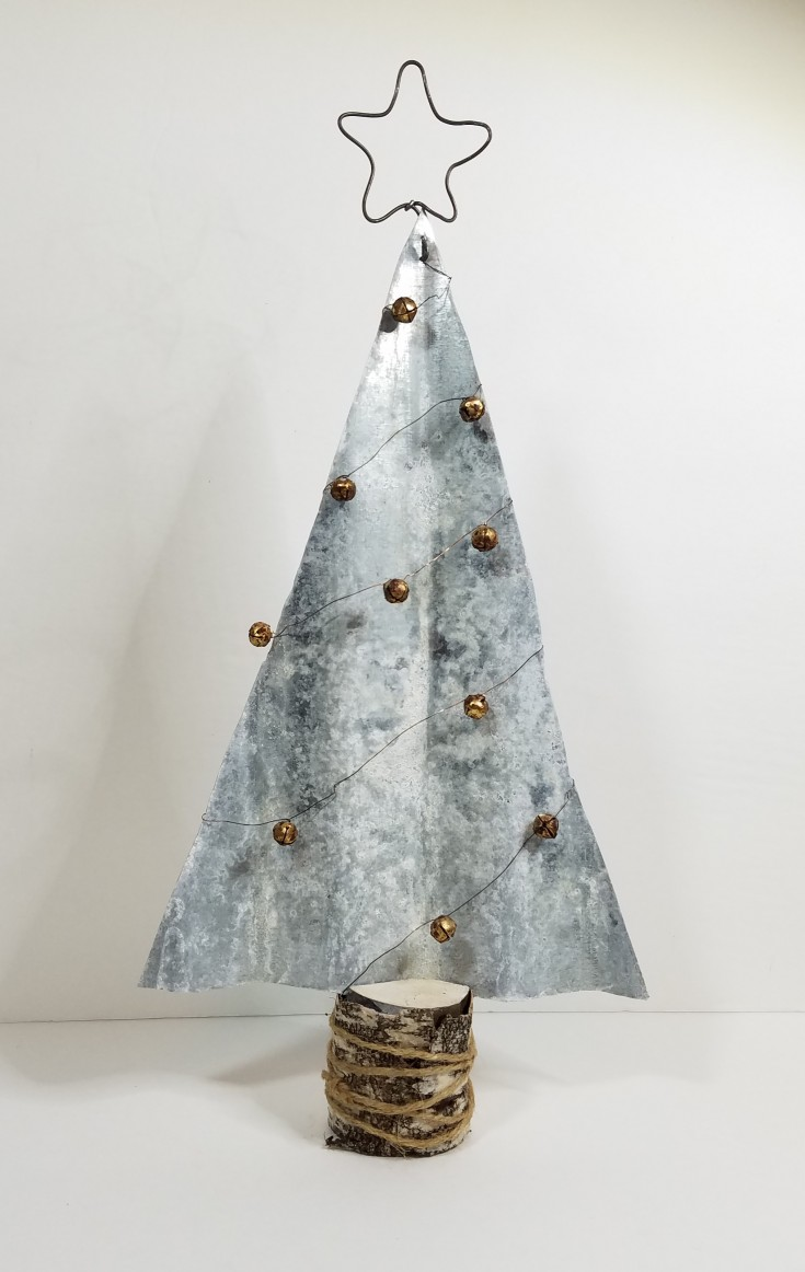 How to make a rustic Christmas tree out of galvanized metal, Diy Rustic Galvanized Metal Christmas Tree Decor, holiday decor #RusticChristmasTree #DiyHolidayDecor #GalvanizedMetalChristmasTree MixedKreations.com