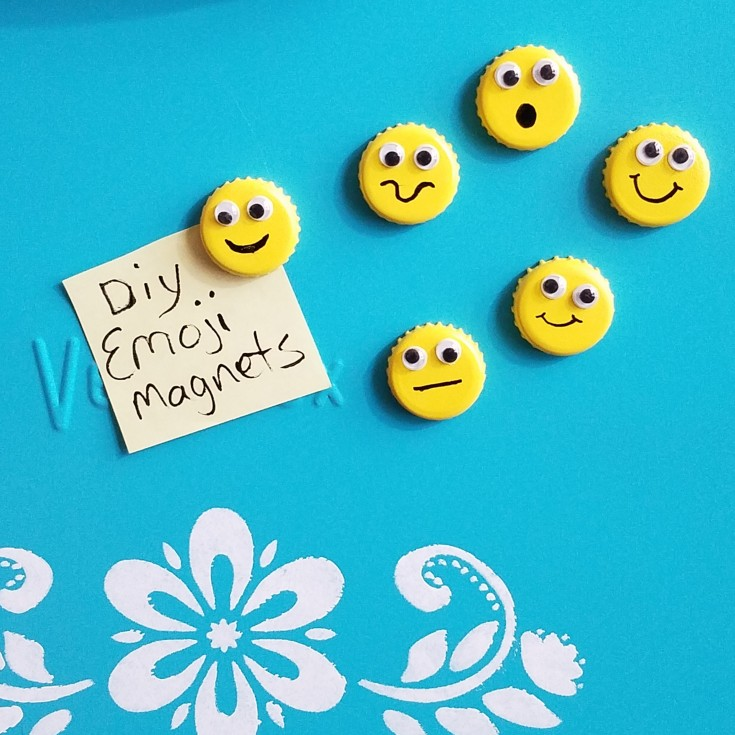 Easy bottle cap emoji magnets, how to upcycle bottle caps into emoji magnets, diy emoji magnets, Repuprosed bottle caps, upycled bottle caps, diy emoji magnets, Mixedkreations.com