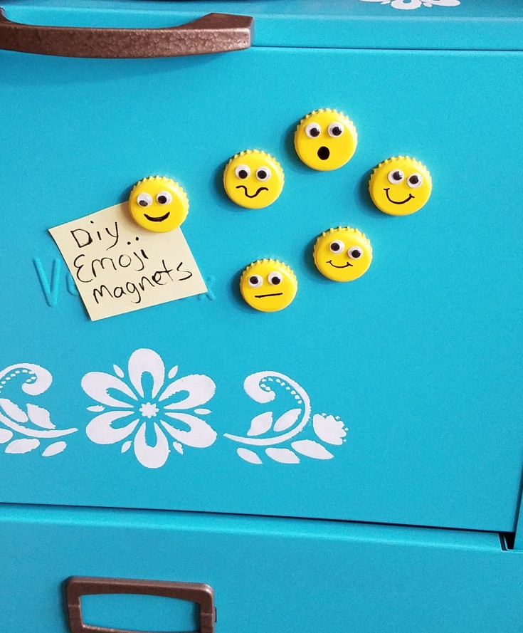 Easy bottle cap emoji magnets, how to upcycle bottle caps into emoji magnets
