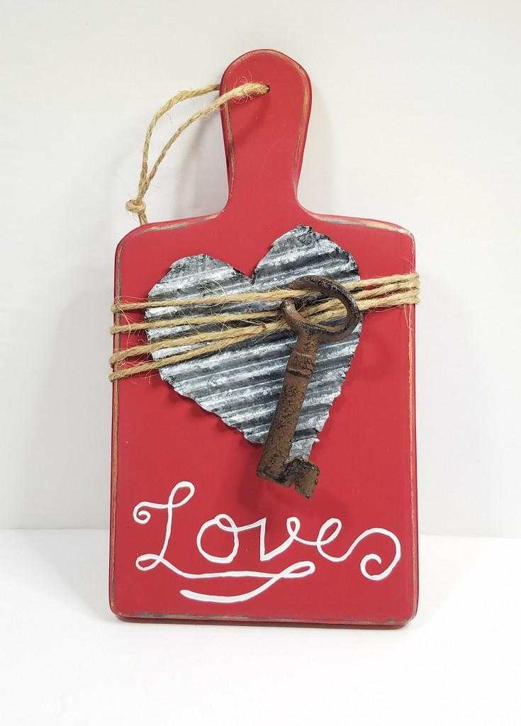 Repurposed Cutting Board Décor , Valentine's Day decor, diy upcycled cutting board project, Diy Valentines day decor, MixedKreations.com