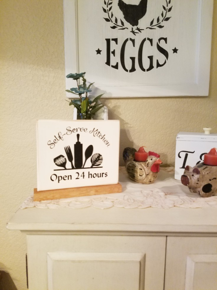 Stenciled Self-Sever Kitchen Sign how to, diy self-server wood kitchen sign #StenciledSign #howtostencilsign #selfservekitchensign #howtosign #diysign