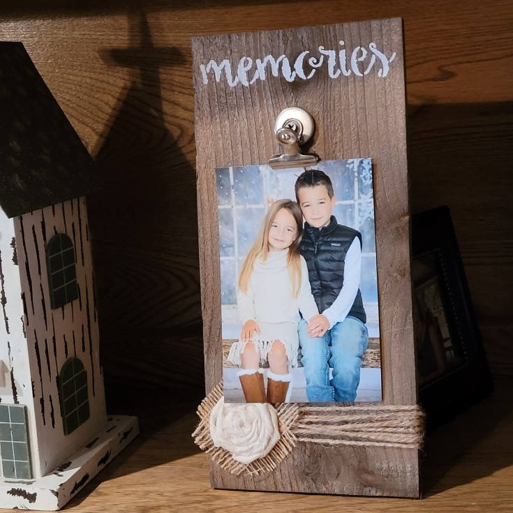 How to make a Rustic photo display
